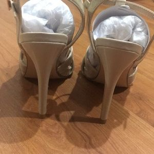 Daisy Fuentes Shoes - NWOT nude strappy heels
